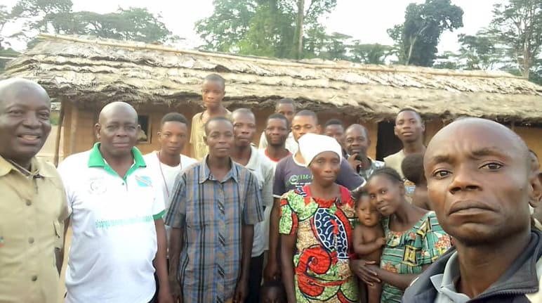 RIAO-RDC members with villagers from Bongemba / Yahuma