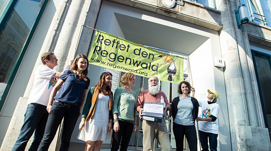 Rainforest Rescue and Intag e.V. activists protesting at the Chilean embassy in Berlin. Carlos Zorilla of DECOIN, an Ecuadorian NGO, is holding the binders with the documents and signatures.